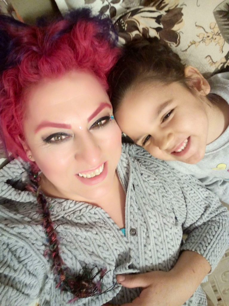 nur-and-daughter